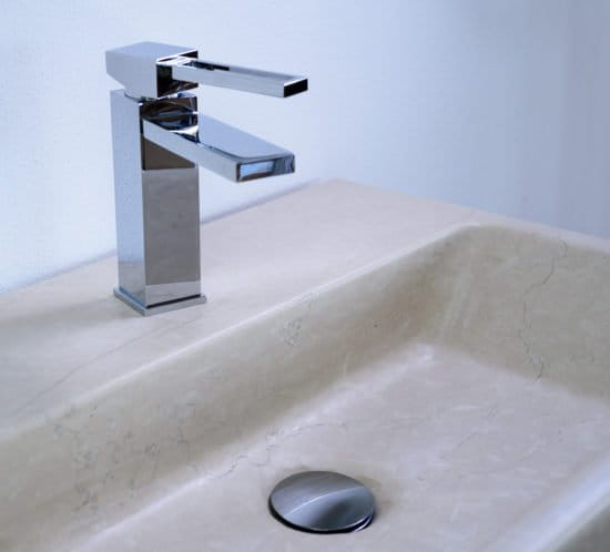 lavabo bagno in pietra bianca della Lessinia (o Pietra di Prun).