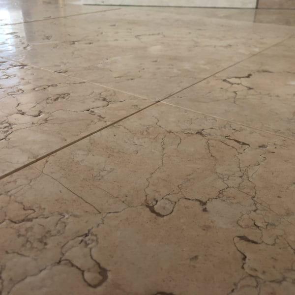 Pavimenti in pietra per interni della Lessinia (o Pietra di Prun), spazzolata.