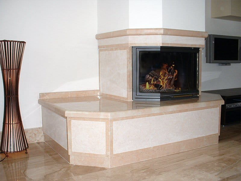 caminetto in pietra della lessinia o pietra di prun rosa