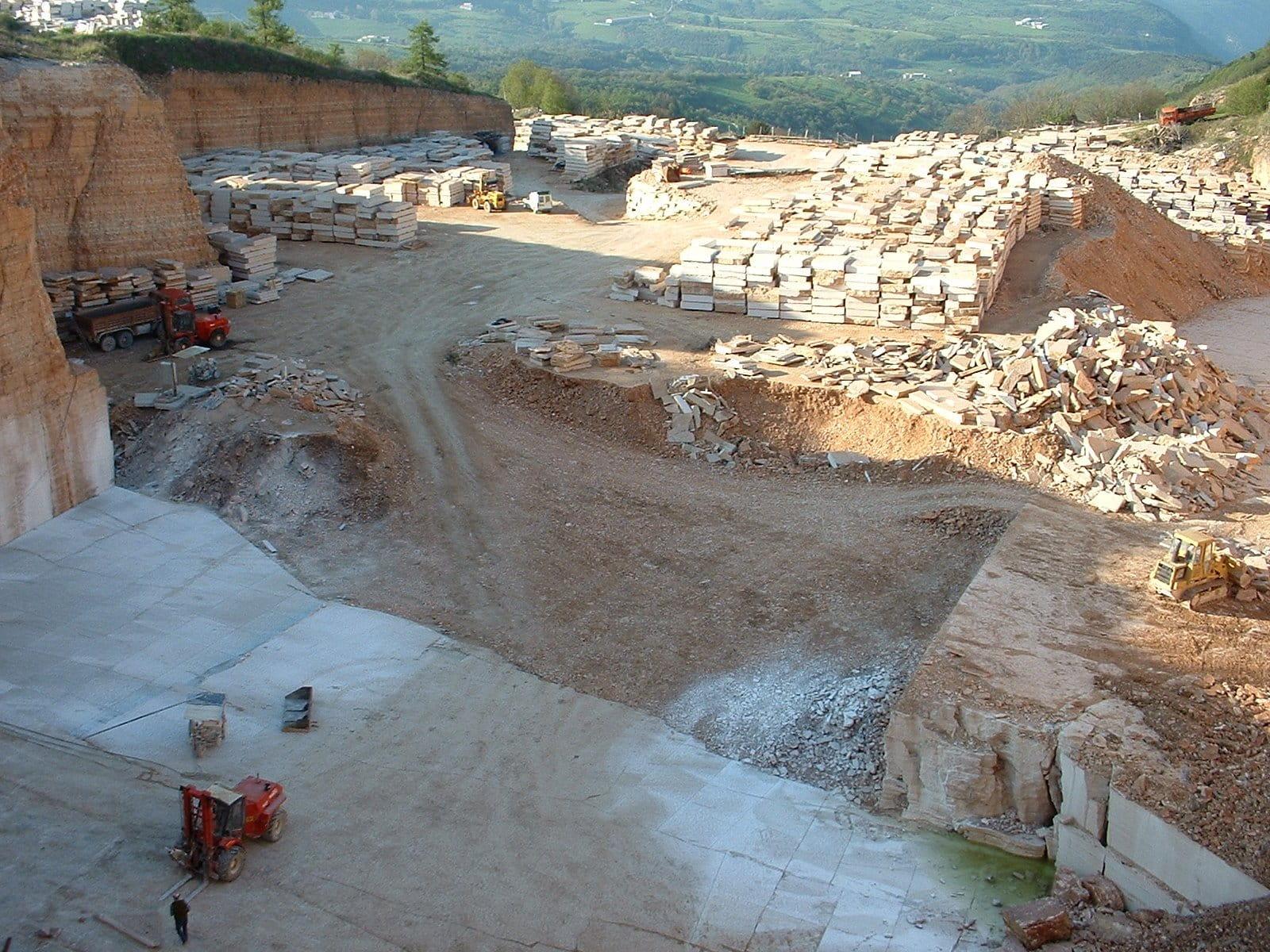 Cava di pietra della lessinia (o pietra di prun) a Sant'Anna d'Alfaedo