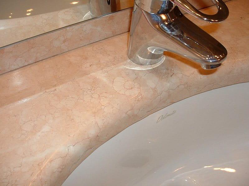 Top bagno in pietra della lessinia rosa, finitura lucida