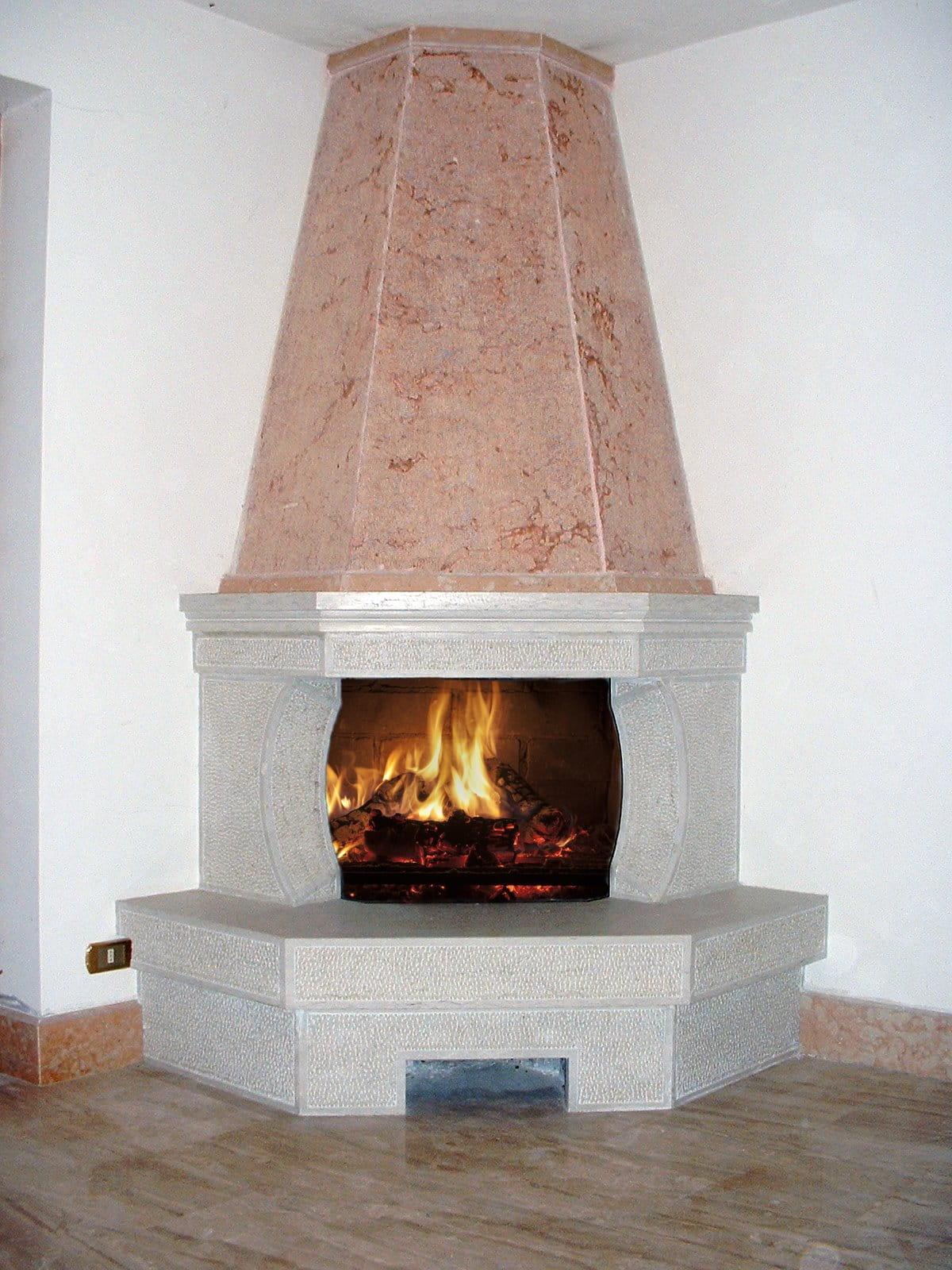 Foto caminetti rustici in pietra della lessinia o di prun. Cappa in Marmo rosso di Verona