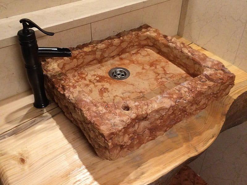Lavabo in marmo Nembro di Verona, spuntato a mano