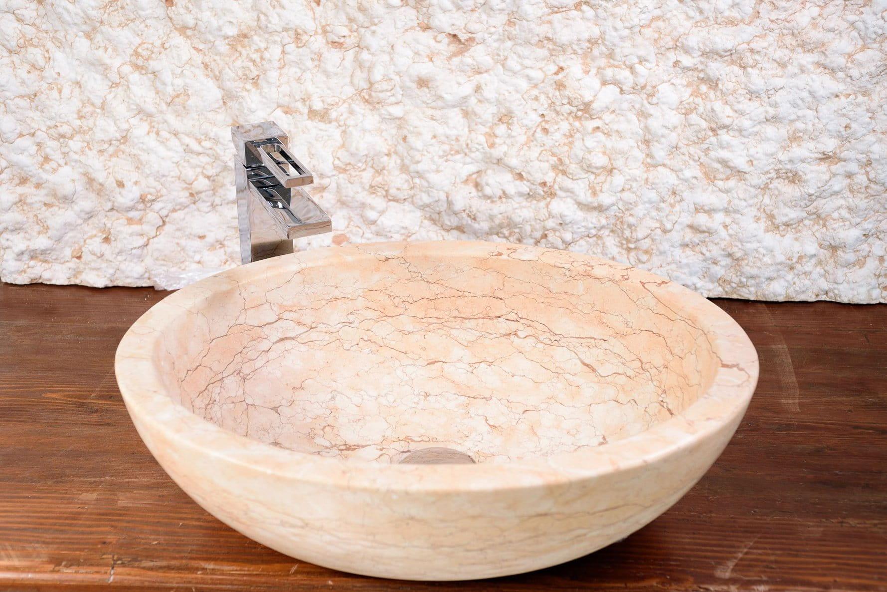 Lavabo in Pietra della Lessinia da appoggio per bagno.
