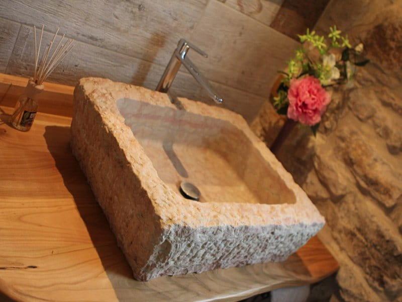 Lavabo in pietra della lessinia rosa spuntato a mano