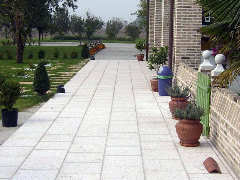 pavimentazione esterna in pietra della lessinia o di prun