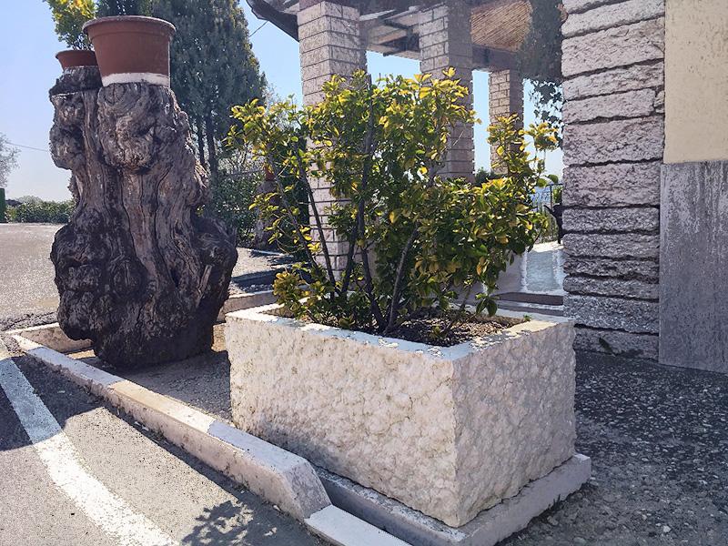 fioriera in pietra di prun